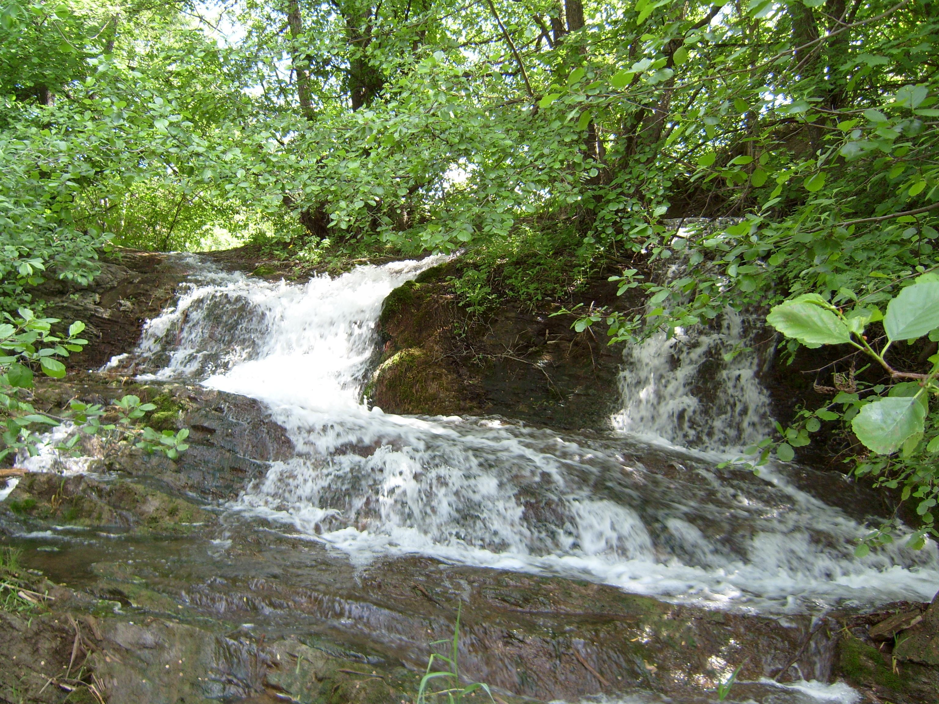 Водопад Драгонский. п. Ивановка, Антрацитовский  район, Луганская область.