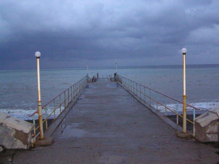 вечер... море....причал...