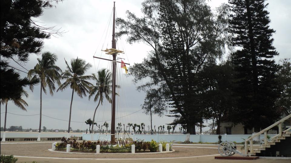 Мачта с корабля Васко да Гама. Мапуто. Мозамбик.