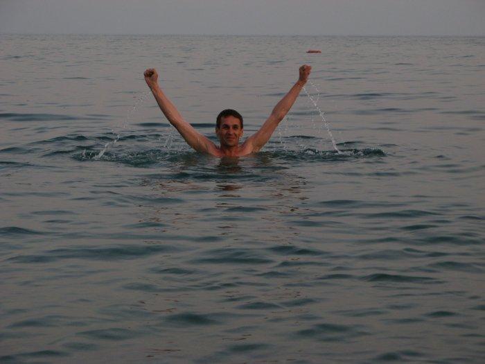 А вот и море