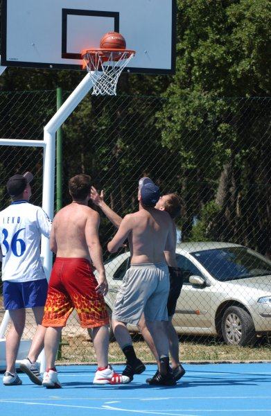 White can't jump!!! ))))