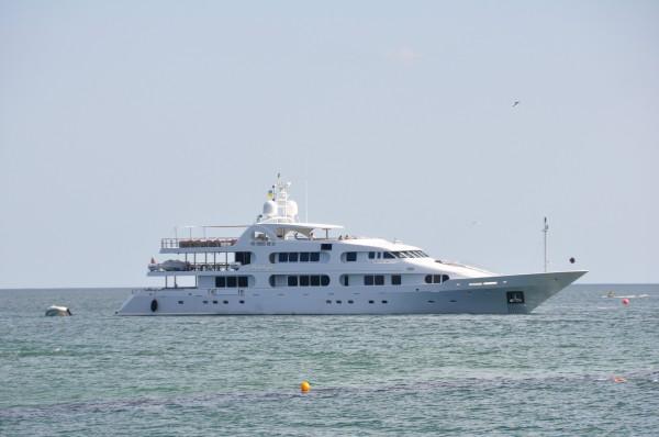 Океанский лайнер - чуть больше среднего :-).