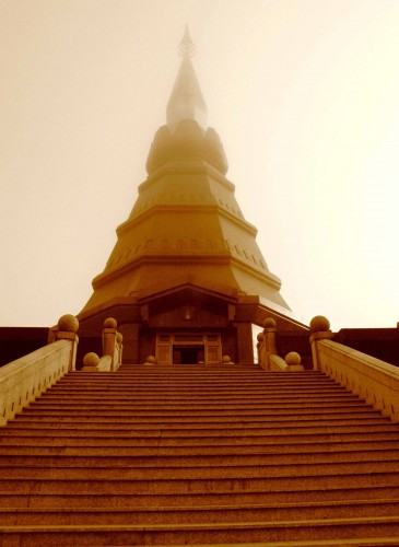 храм в облаках