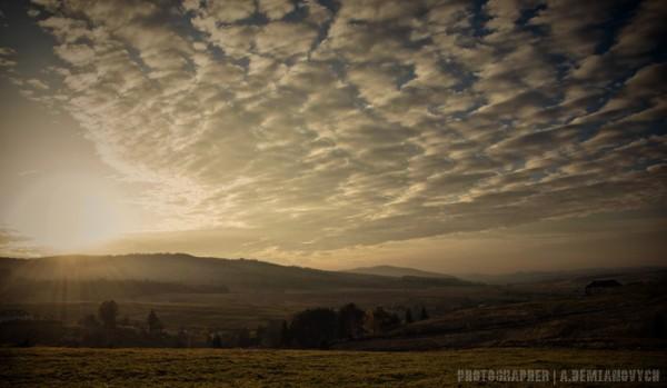 Захід сонцяв Карпатах