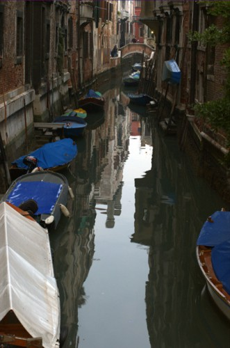 Венеция. Узкие улочки, лодки, каналы