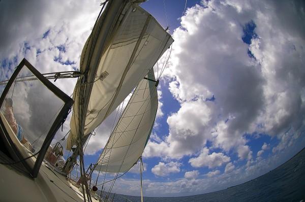 Путешествие к морю. Паруса и облака