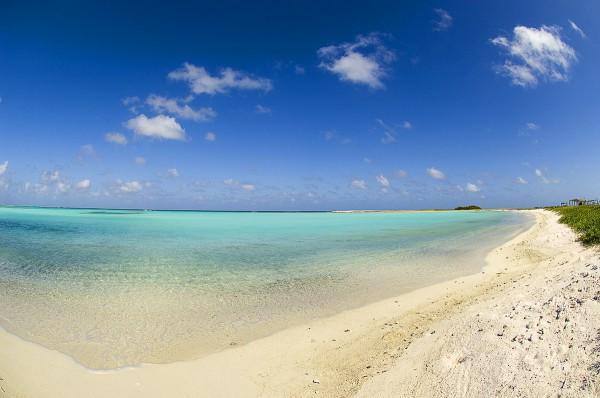 Путешествие к морю. Море, небо и белый песок