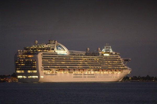 Путешествие к морю.  Огни большого корабля.