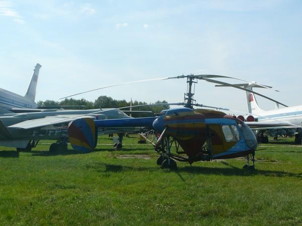 Невеличкий вертоліт Ка-26 для сільгоспавіації