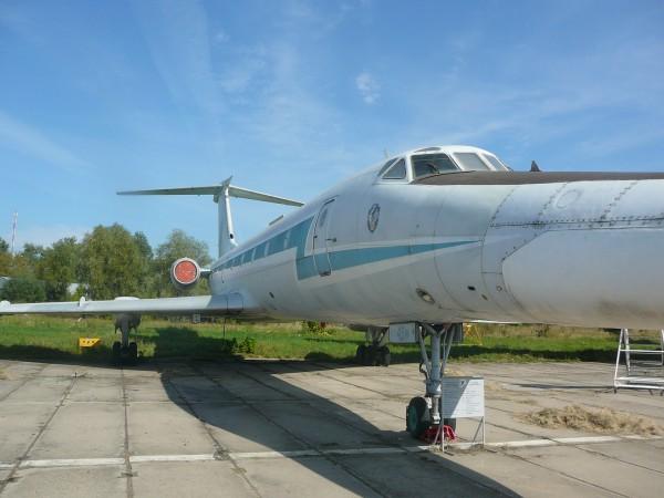 Літак Ту-134 з довгим носом, в якому, очевидно, знаходилася РЛС, така, як у Ту-22М. Лтак  використовувався для навчання пілотів