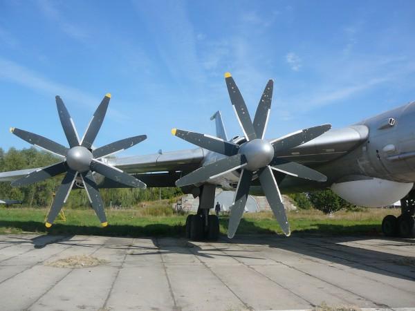 Ту 95. Крило, пропелери і протичовновий радар