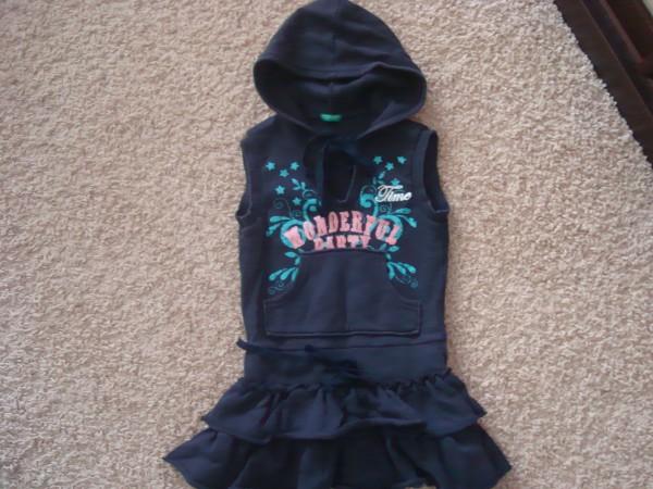 Платье Benetton 3-4г.50гр(к платью могу отдать реглан,есть пятно)