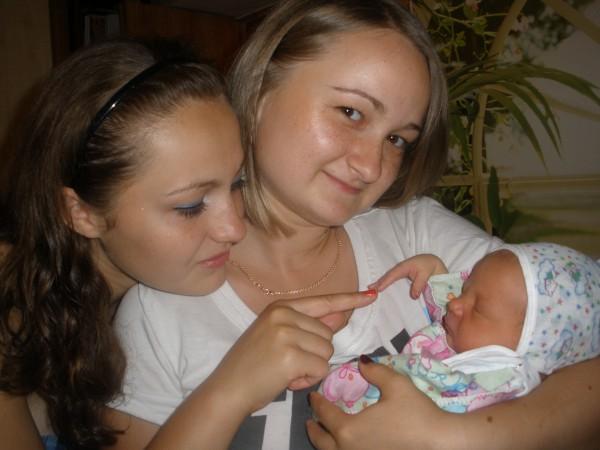две сестрички и их маленький брательник Андрюшка