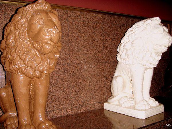 Львы-стражи шоколадного царства