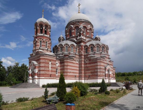Храм Живоначальной Троицы в посёлке Щурово