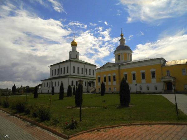 Храмовый комплекс Старо-Голутвина монастыря