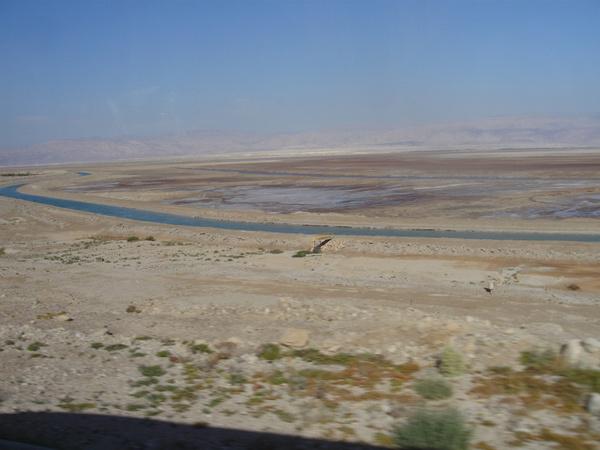 Местами Мертвое море пересыхает