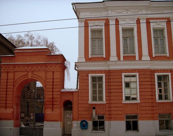 Вход в бывший Губернаторский дворец
