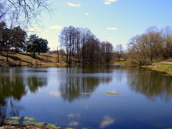 Зеркальное озеро весны