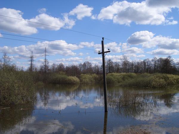 Весенний паводок вдоль путей
