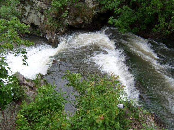 """Водопад """"Шумок"""". с. Каменка, Лутугинский район, Луганская область."""
