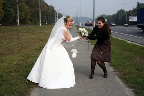 еще толком ничего не произошло, а невесту хотят украсть!!!!