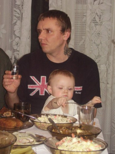 Пока родители пьют - дети уже закусывают :)