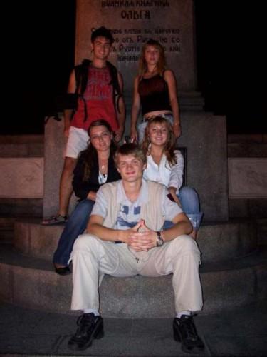 Ночной киев и мы все там:-)))) Эт я с друзьями у Ольги:-)
