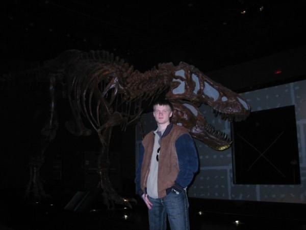 вот бы такой монумент нам в кабинет Биологии:-)) наша преподша была бы довольна и на сесию не ходи:-)