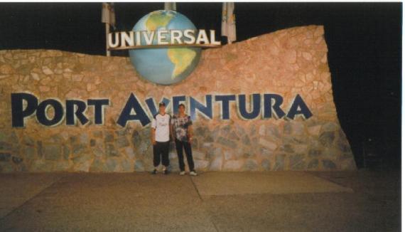 """tot zhe park """"Port Aventyra""""(Ispanija), ja i brat on v belom..."""
