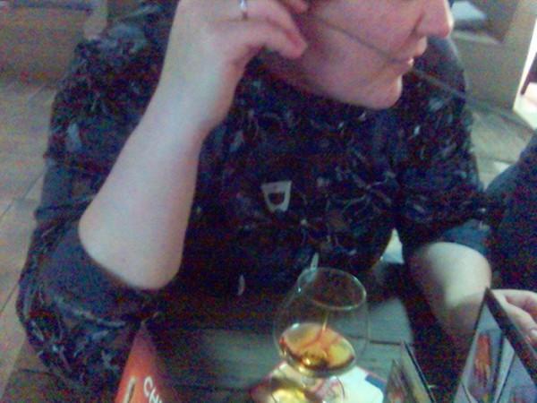слушаю бомбу и пью коньяк... Юрчик,тысячу раз говорила,не люблю неожиданные снимки...