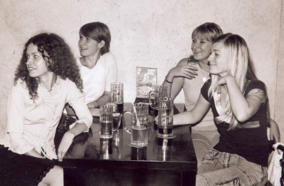 """Таня Тюваева- """"Чивава"""", """"Морозко"""" Ира, и две Тани Олейник и Шевченко. Отмечаем 1 сентября 2003."""