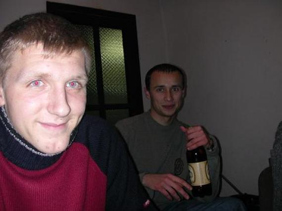 вечер в конторе...Я с пивом!!! слева Вliznets...