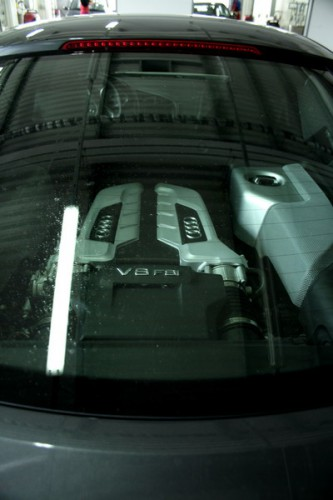 эту красотку зовут AUDI R8 милая деталька:))