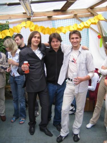 Эт я с дружбанами на свадьбе.  З.Ы. - Я там тамадой был ))
