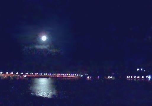 Луна над мостом патона... Гидропарк..