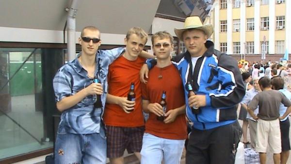 Это я Бодя, Димон и Руся на Киевском ЖД вокзале перед отъездом