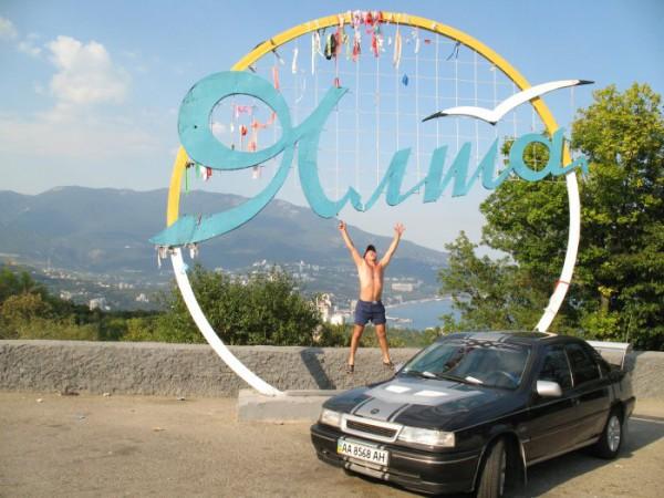 Скажу вам честно: :) самый бомбовой отдых это в Ялте, это не реклама - это факт :) Хотя оттусил я, этим летом, почти по всему крыму :)