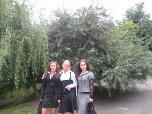 Лера,Я,Юля ( с лева на право ) 1сентября