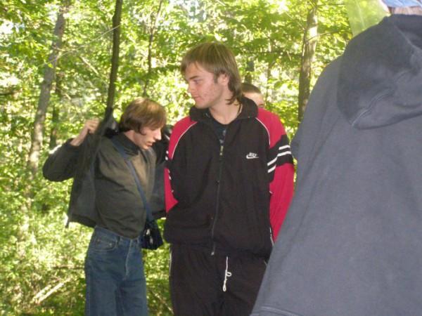 Шурик одевается(или раздевается) и Артур