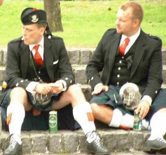 Кто не знал, шотландцы, под юбочкой(килт) не носят трусики-танги