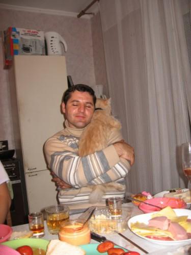 Чоловік і кіт.