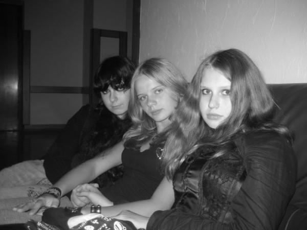Я,Балонка и Люцы))))) У нас в школе)))))