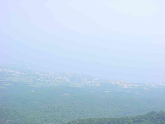 1370 метров над морем. ялта. вид сверху :) Ай-Петри