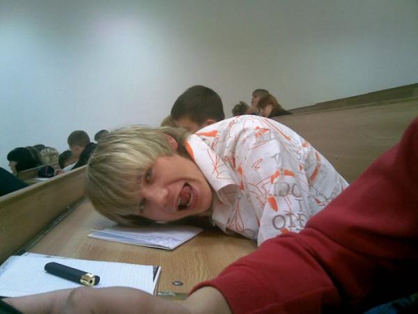 Я на парах типа учусь))
