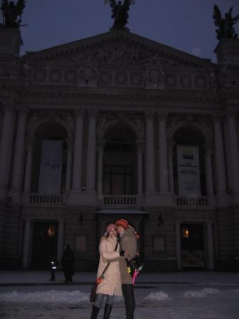 я і Шуряка біля оперного театру у Львові