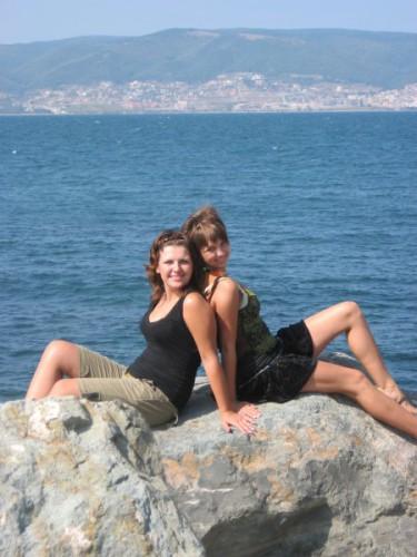 А эт мы с Тюхой))))...море... Красиво,правда))))))))