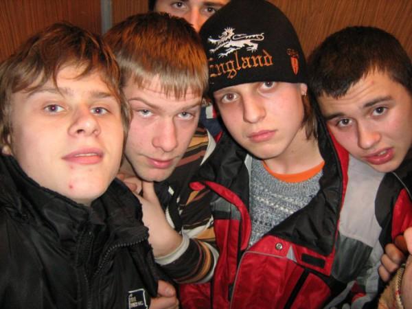 застряли в лифте 7 чел)))