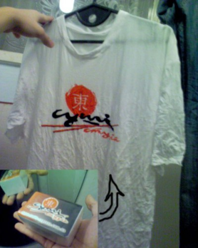 от з такоЇ коробочки...така футболочка....модНо,ге? =)))