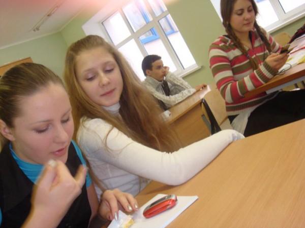 Вот чем мы занимаемся на химии)))